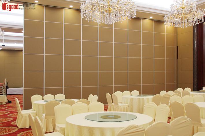 多功能化的宴会厅难产?其实配备酒店移动隔断墙就能如你所愿了·广东一固隔断制品有限公司