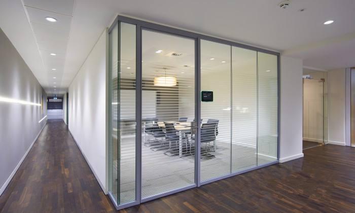 办公室玻璃隔断.jpg