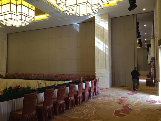 敦煌华夏国际大酒店活动隔断安装项目