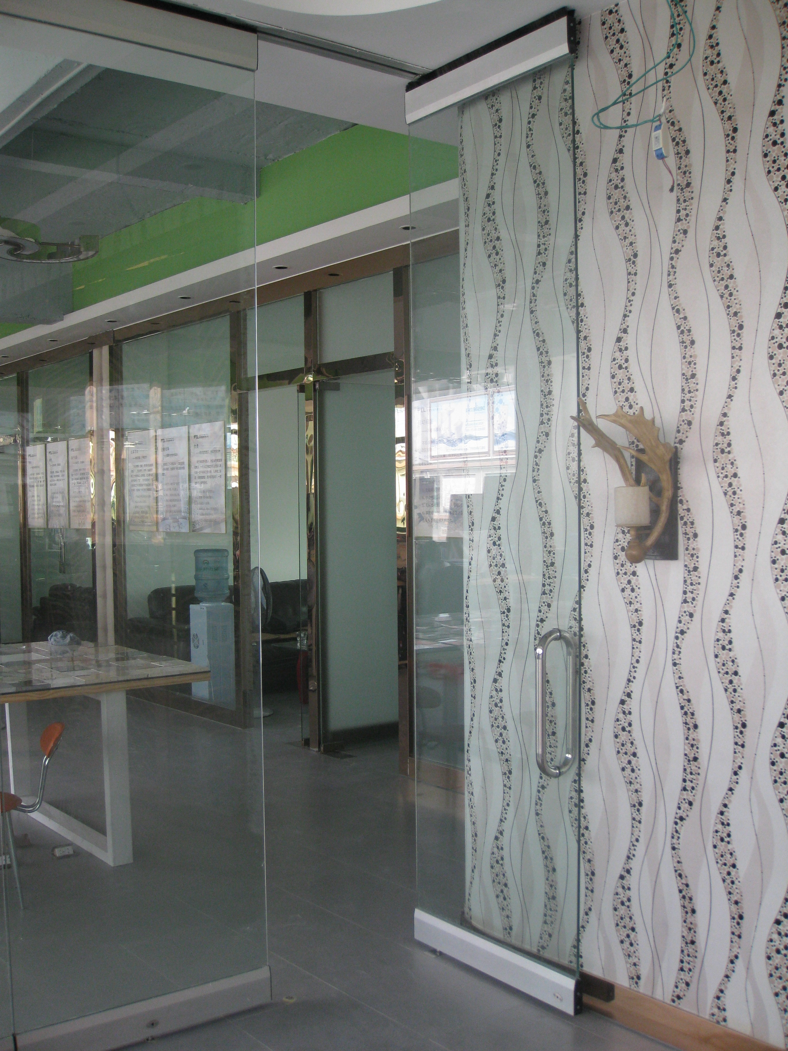 佛山石湾卫浴城玻璃隔断安装项目