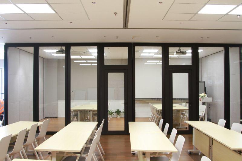 80型带边框玻璃活动隔断屏风
